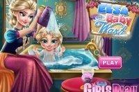 El bebé de Elsa se baña